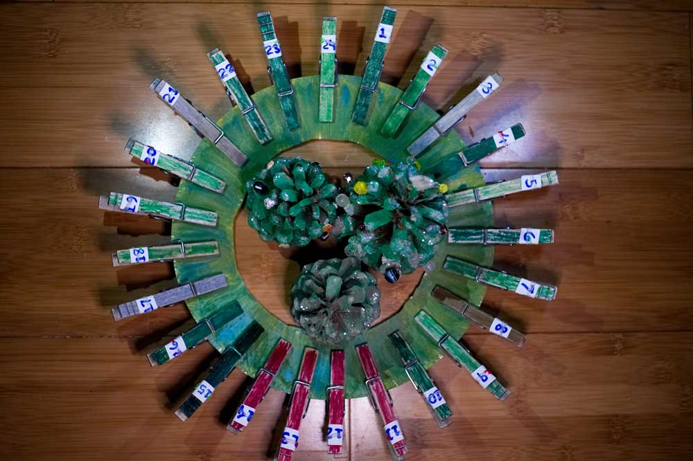 Easy Clothespin Advent Calendar Wreath