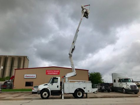 2010 International 4300 DURASTAR BUCKET TRUCK  in Fort Worth, TX
