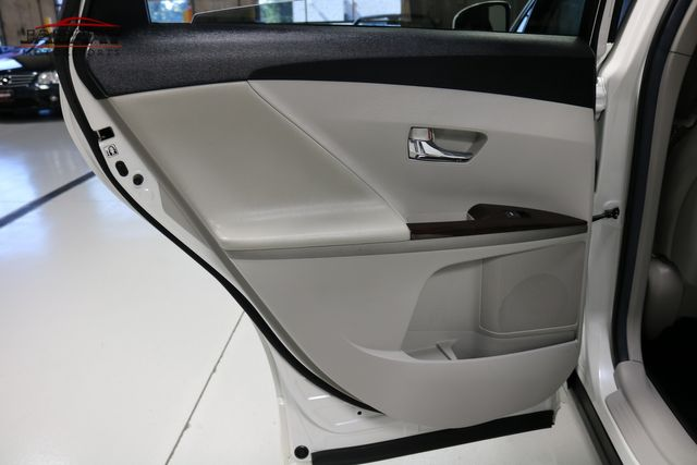 2012 Toyota Venza LE Merrillville, Indiana 26