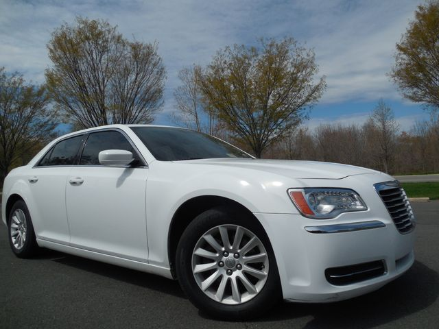 2013 Chrysler 300 Leesburg, Virginia 2
