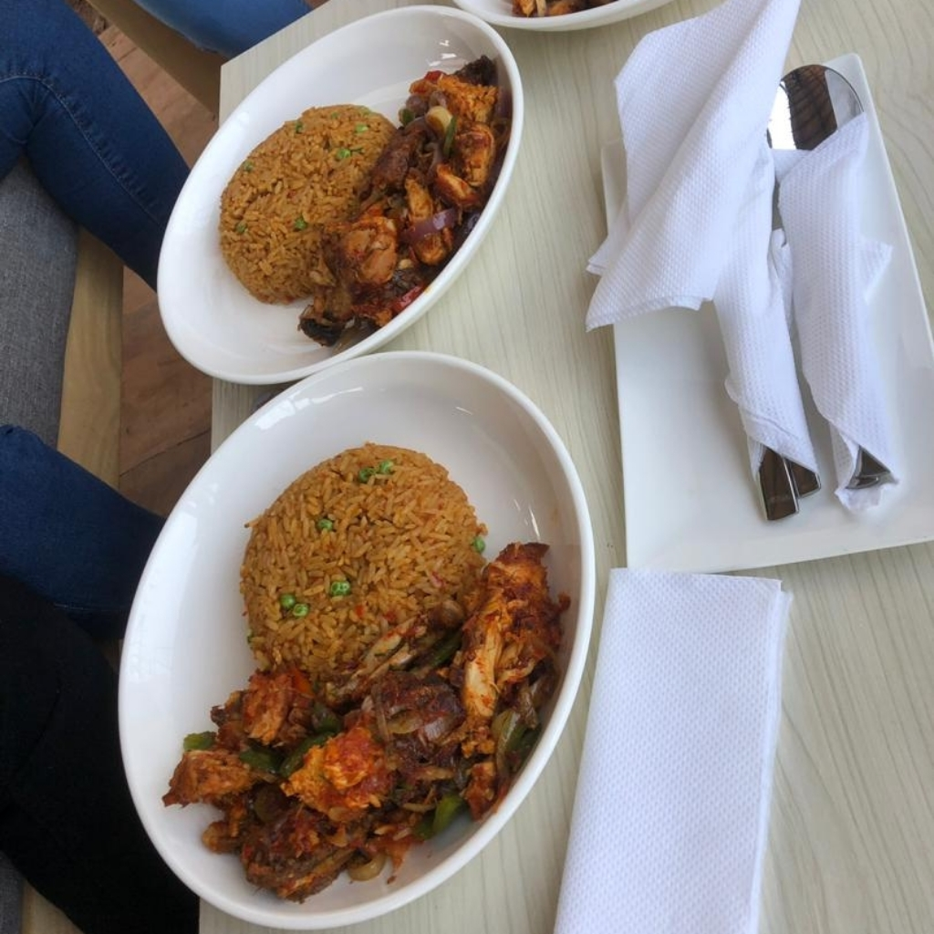 Ozerocafe prepares the best jollof rice in Jos😋