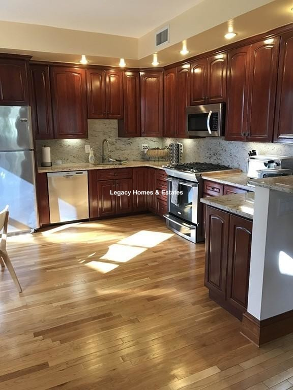 3 Beds, 2 Baths apartment in Brookline for $4,795