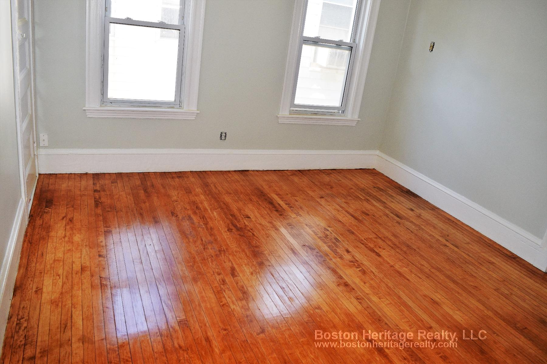 3 Beds, 1 Bath apartment in Somerville for $2,800