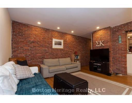 2 Bed on Gainsborough St. with Exposed Brick