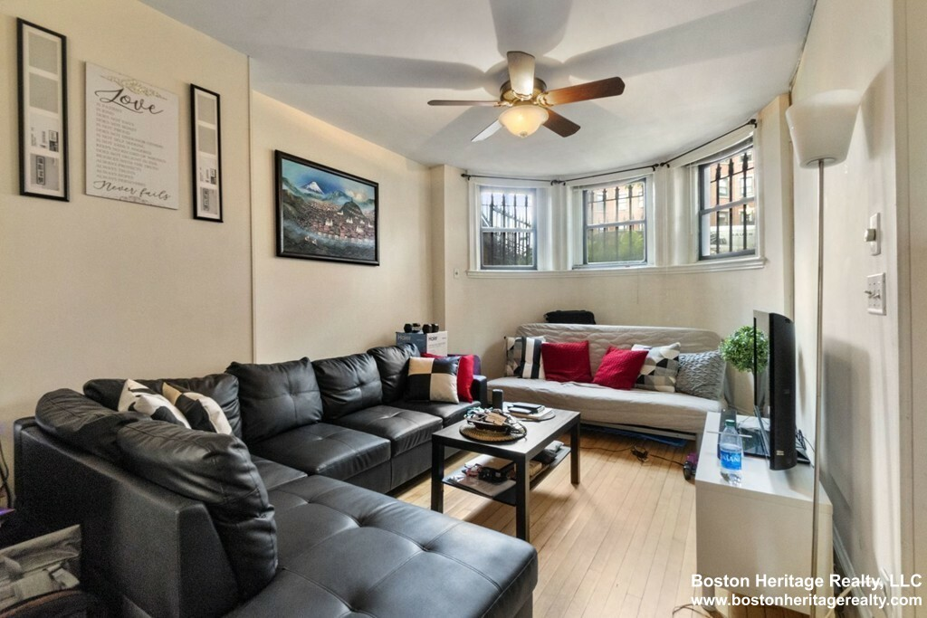 Spacious 1 Bed on Mass Ave.