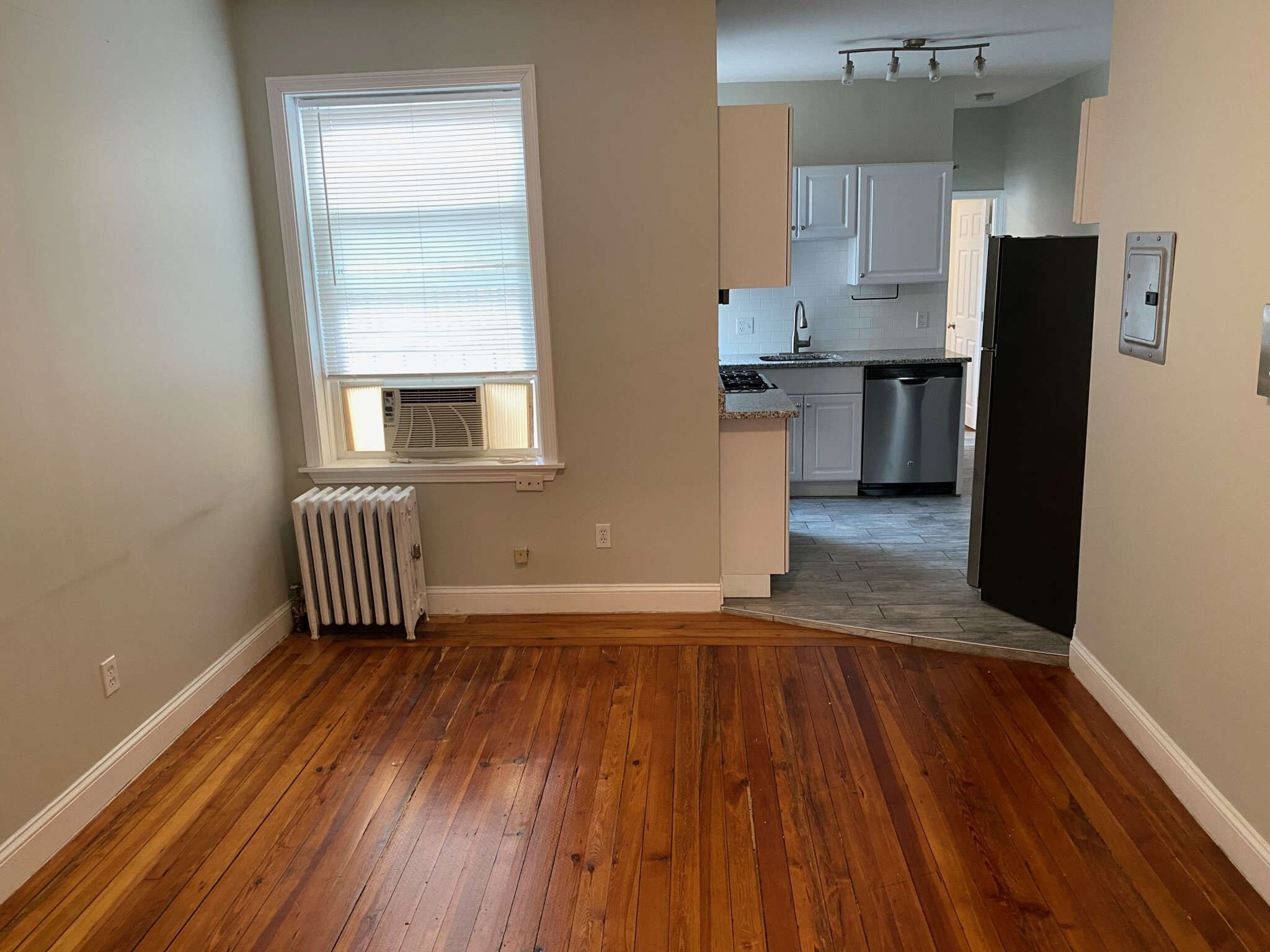 2.5 Beds, 1 Bath apartment in Boston, Beacon Hill for $2,200