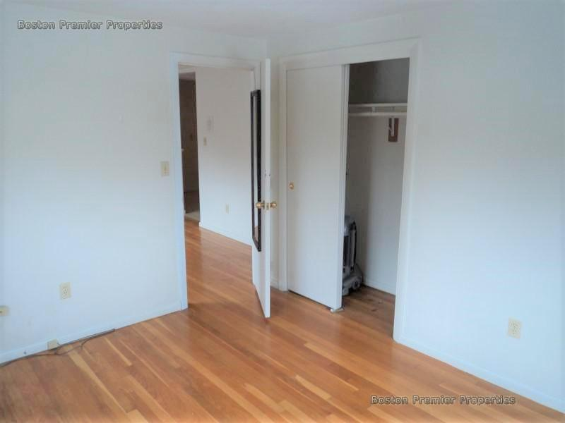 Beautiful 2 bed In Wollaston area of Quincy inc  ht and htwt