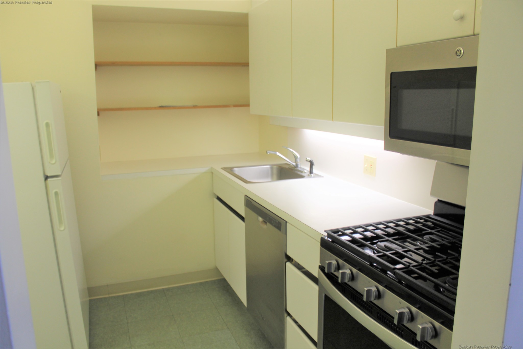 2 Beds, 1 Bath apartment in Weymouth for $2,300