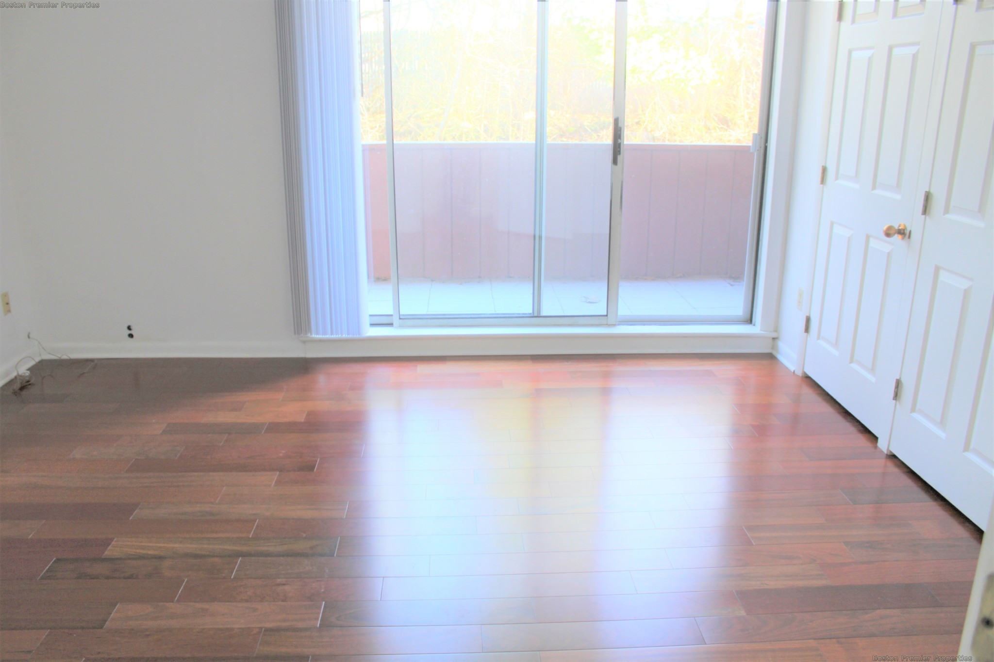 Huge 2 bedroom,Great location,private balcony