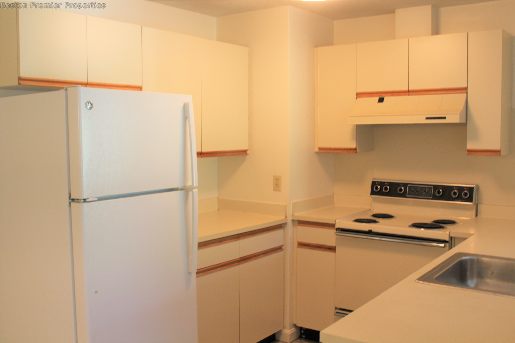 Outstanding 2 bed 2 bath inc heat and hot water
