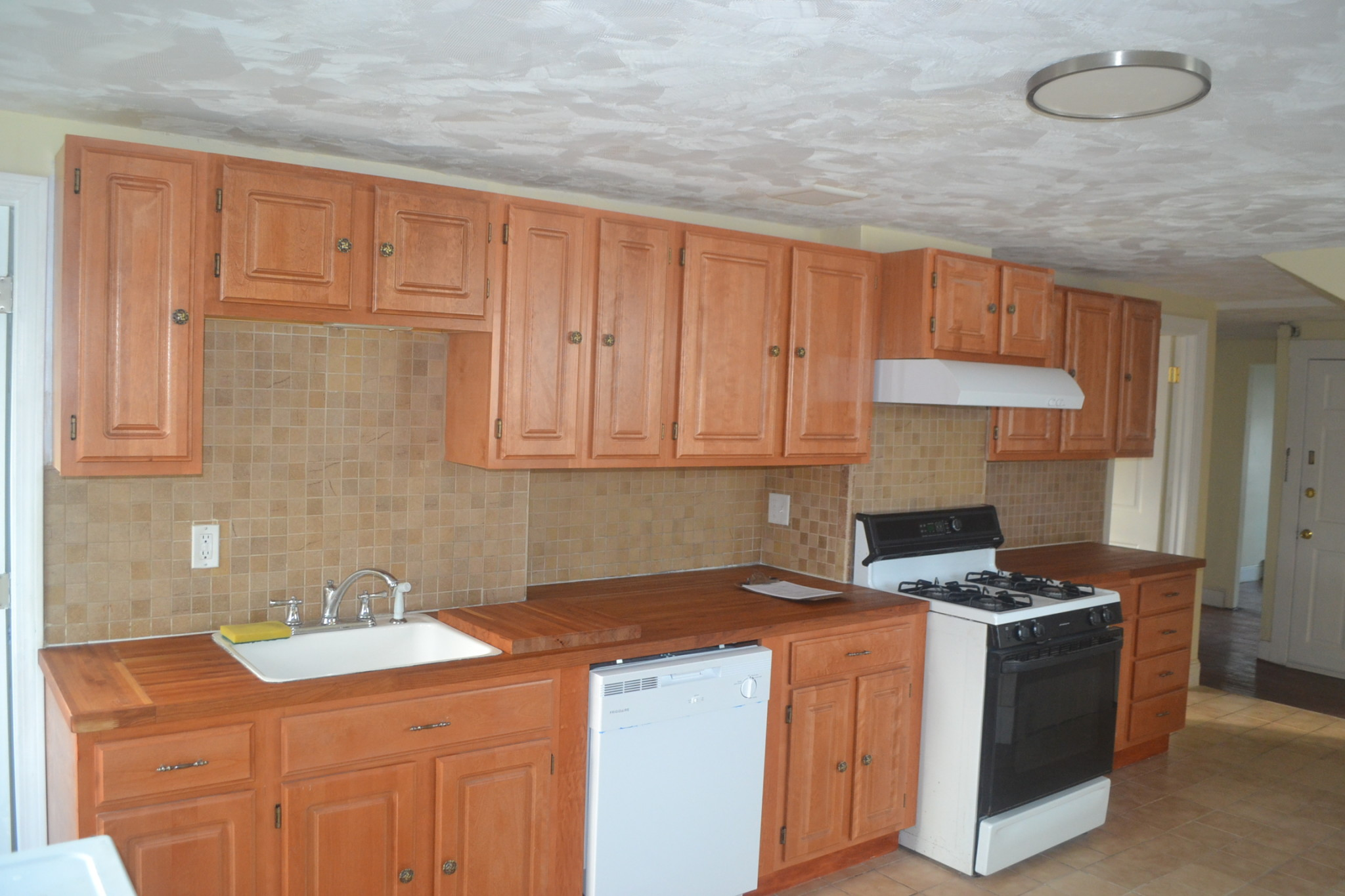 3 Beds, 1 Bath apartment in Boston, Hyde Park for $2,600