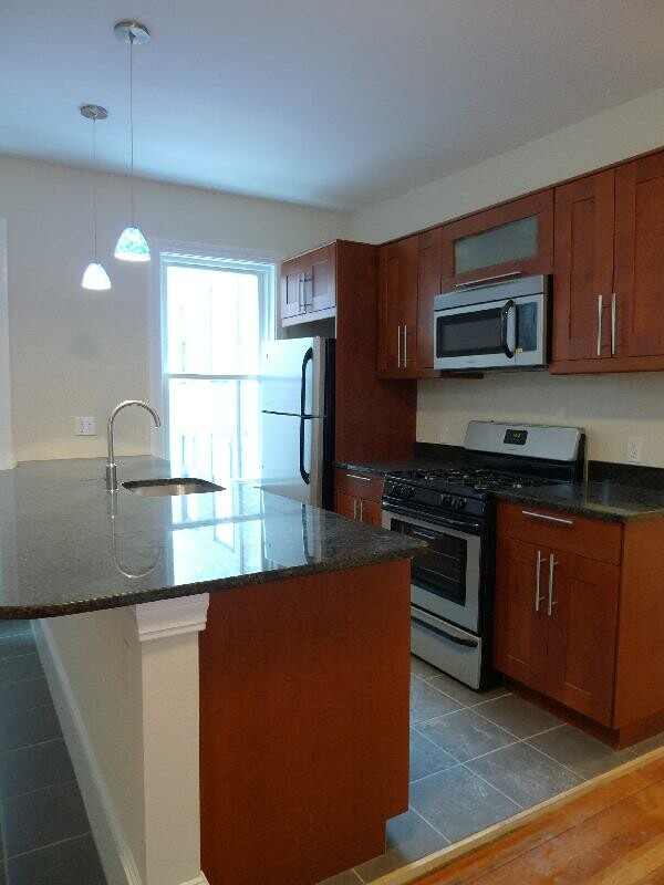 2 Bd on Wensley St., Avail 02/15, Street Parking, Photos