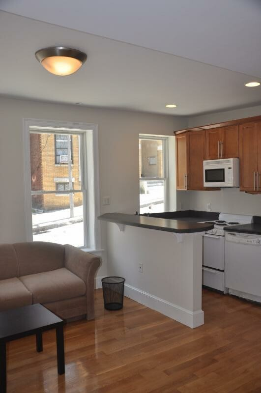 Renovated Duplex Huntington Ave, Exposed brick,Central A/C,2 bathrms.