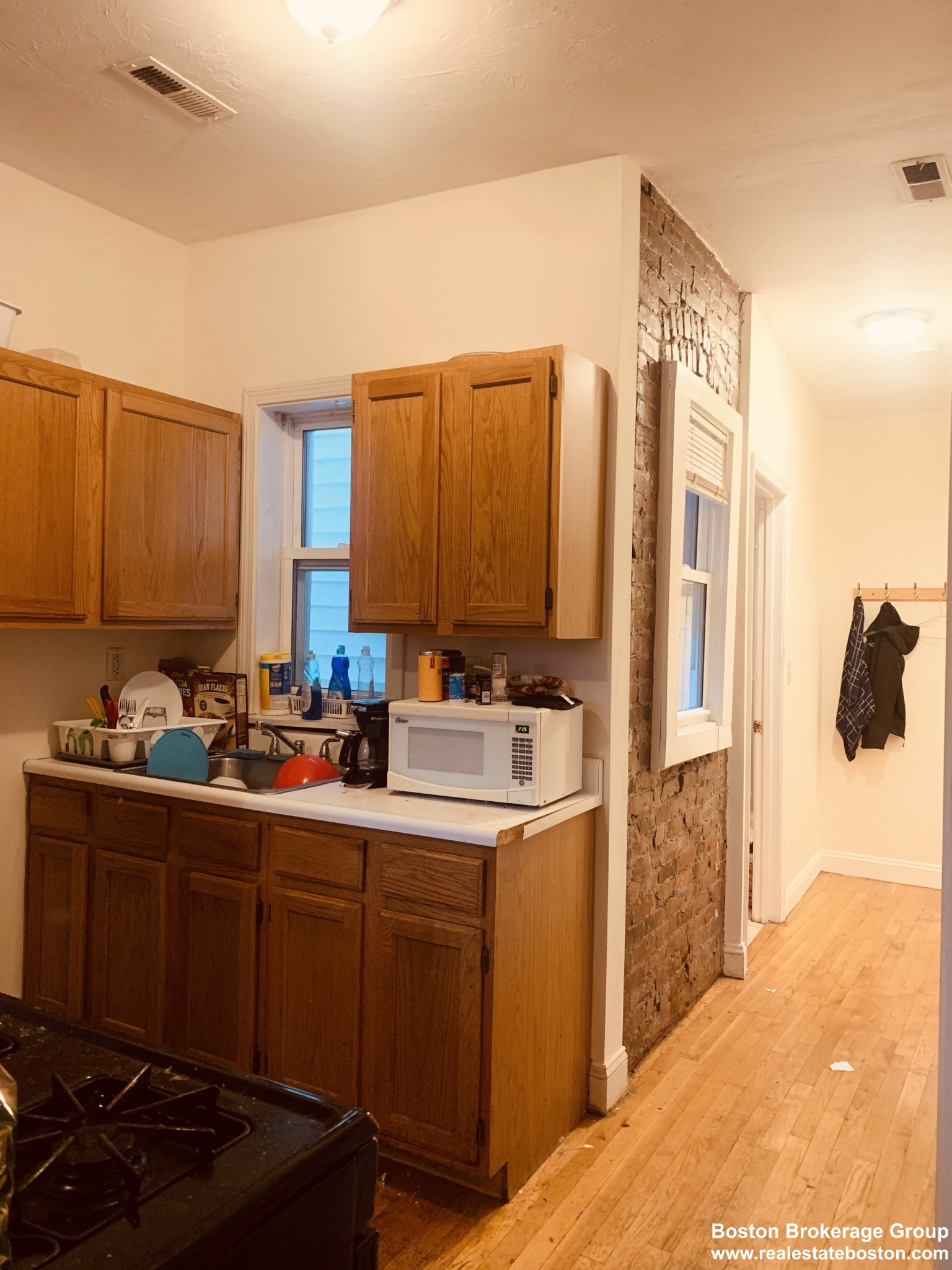 Convenient Mission Hill 4 Bed | Walk to Orange and Green Lines | A/C