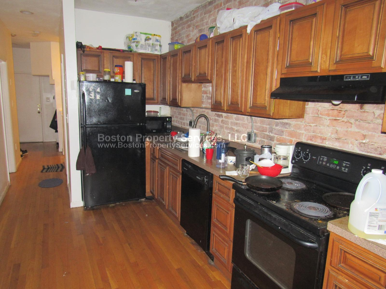 Huge 3 bedroom duplex apartment available on South Huntington Avenue