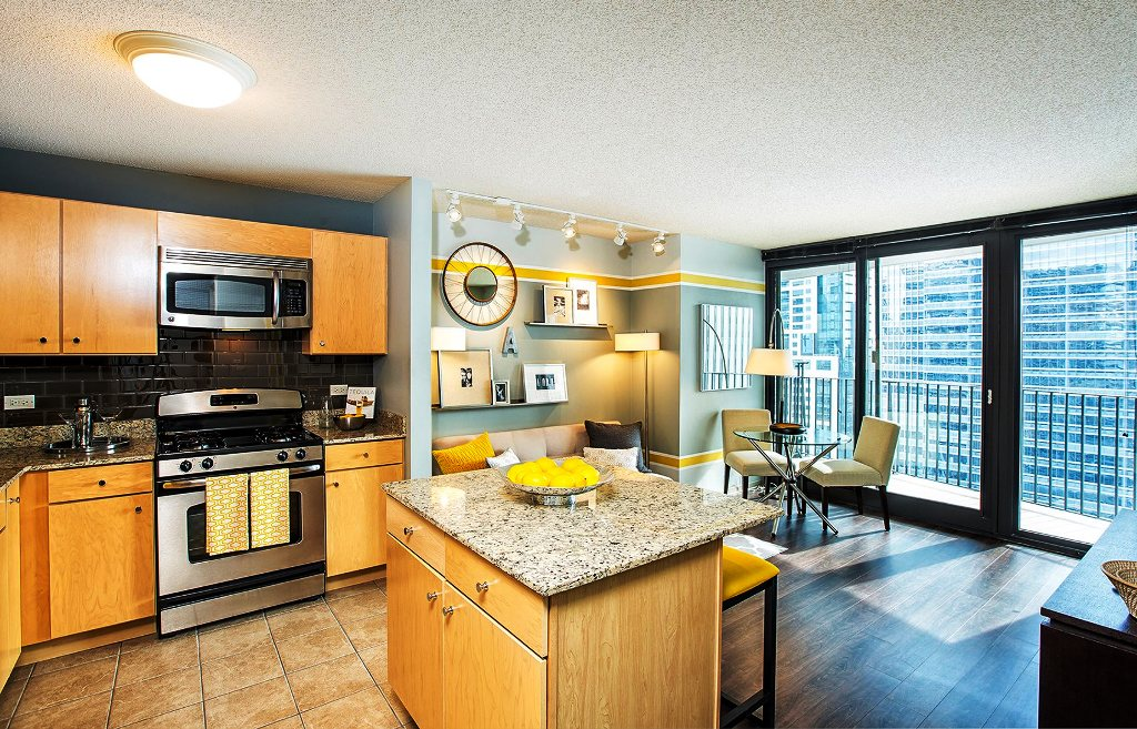 CONVERTIBLE UNIT IN LAKESHORE EAST