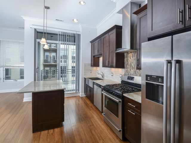 2 BED/2 BATH IN THE WEST LOOP!
