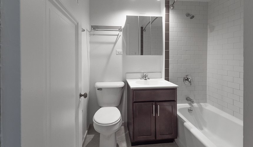 2 BED/2 BATH  UNIT IN LAKEVIEW