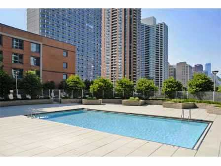 1 BED/1 BATH UNIT IN THE SOUTH LOOP