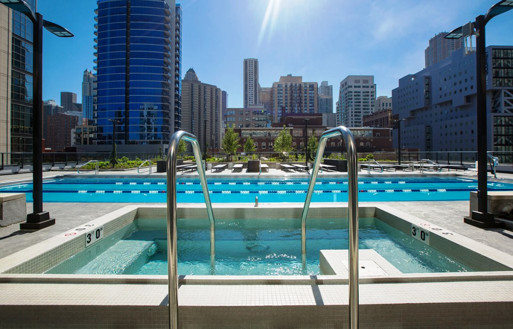 2 BED UNIT IN RIVER NORTH