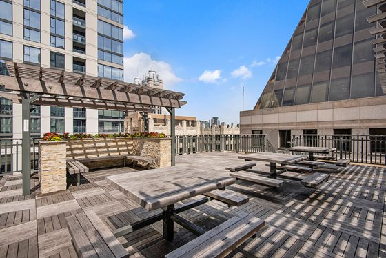 2 BED  UNIT IN THE LOOP