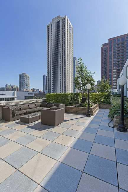2 BED/2 BATH UNIT IN THE WEST LOOP