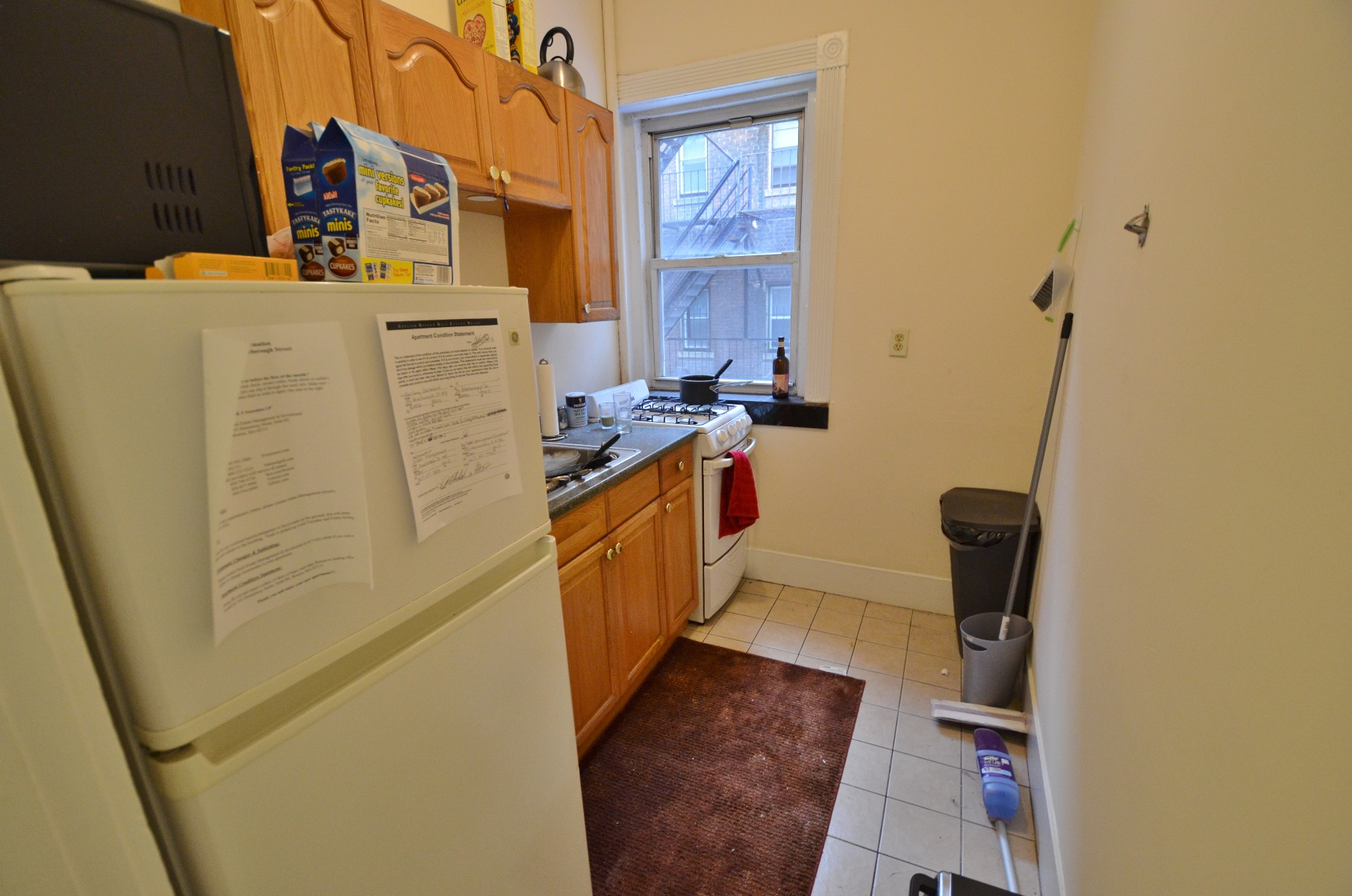 Awesome, Bright 1 Bed Split (2 Bed) Apartment!!!