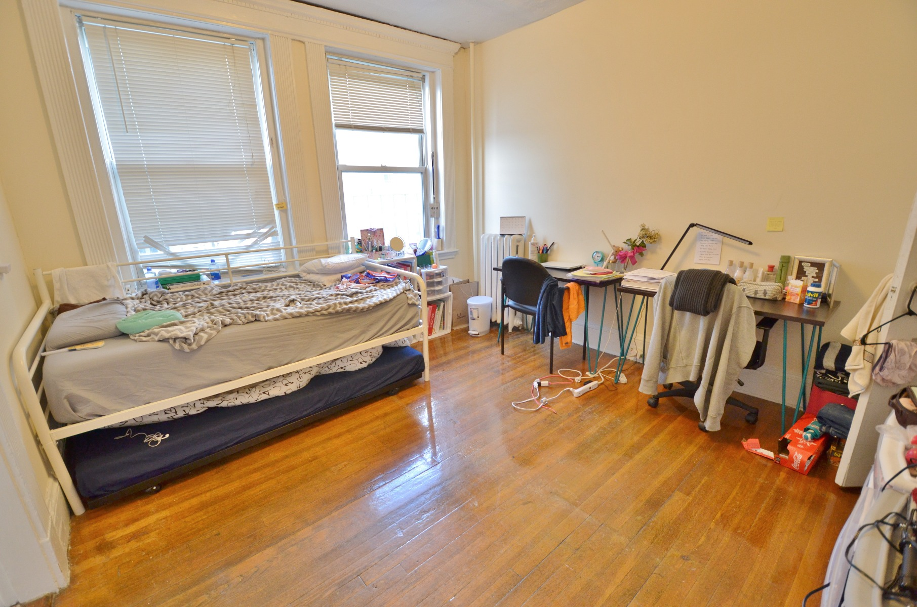 AVAIL 9/1 - MODERN 1 BR ON PETERBOROUGH, HUGE & SUNNY