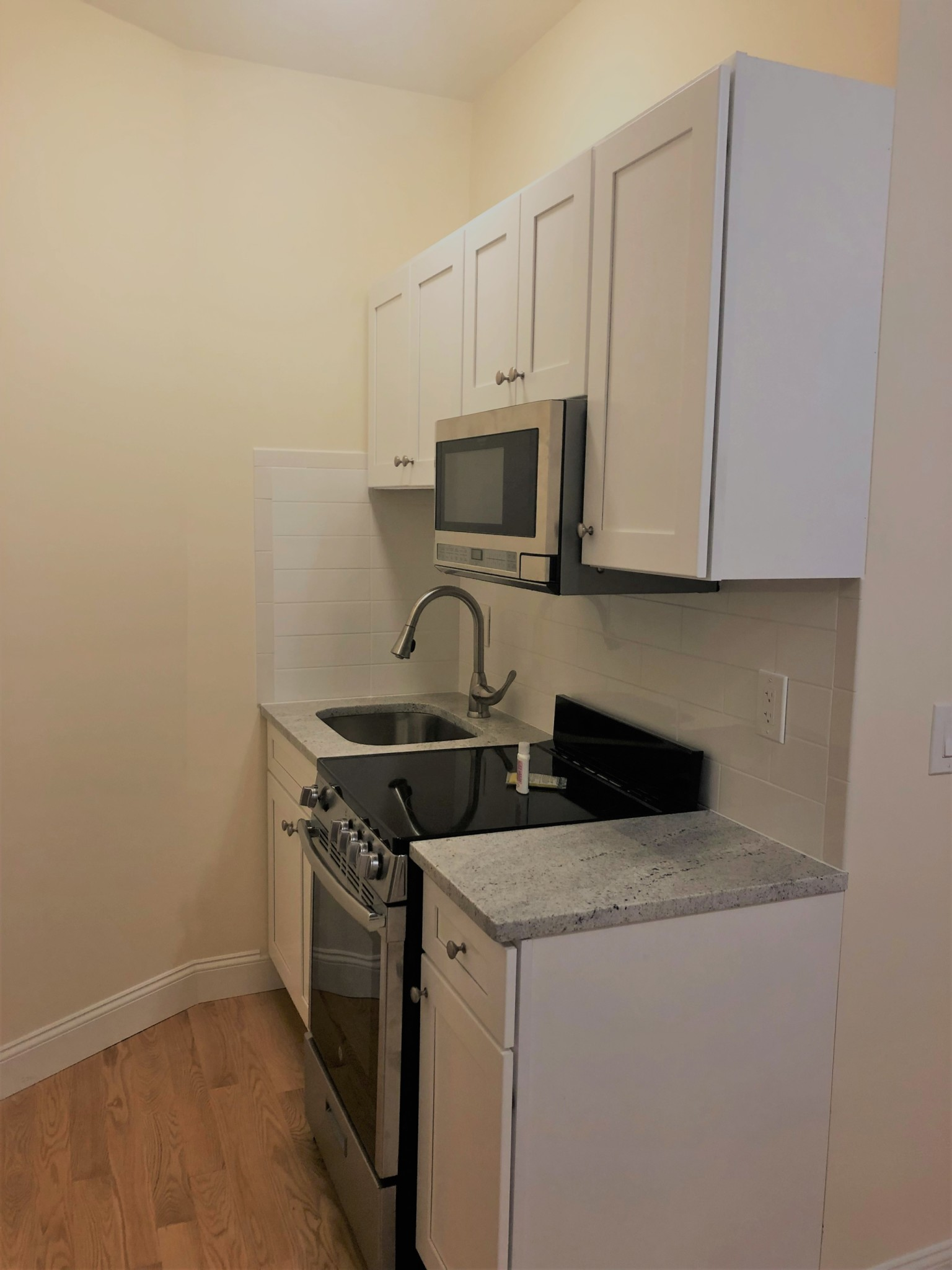 Avail 9/1 - Roomy, Renovated, Modern Studio on Haviland!!!