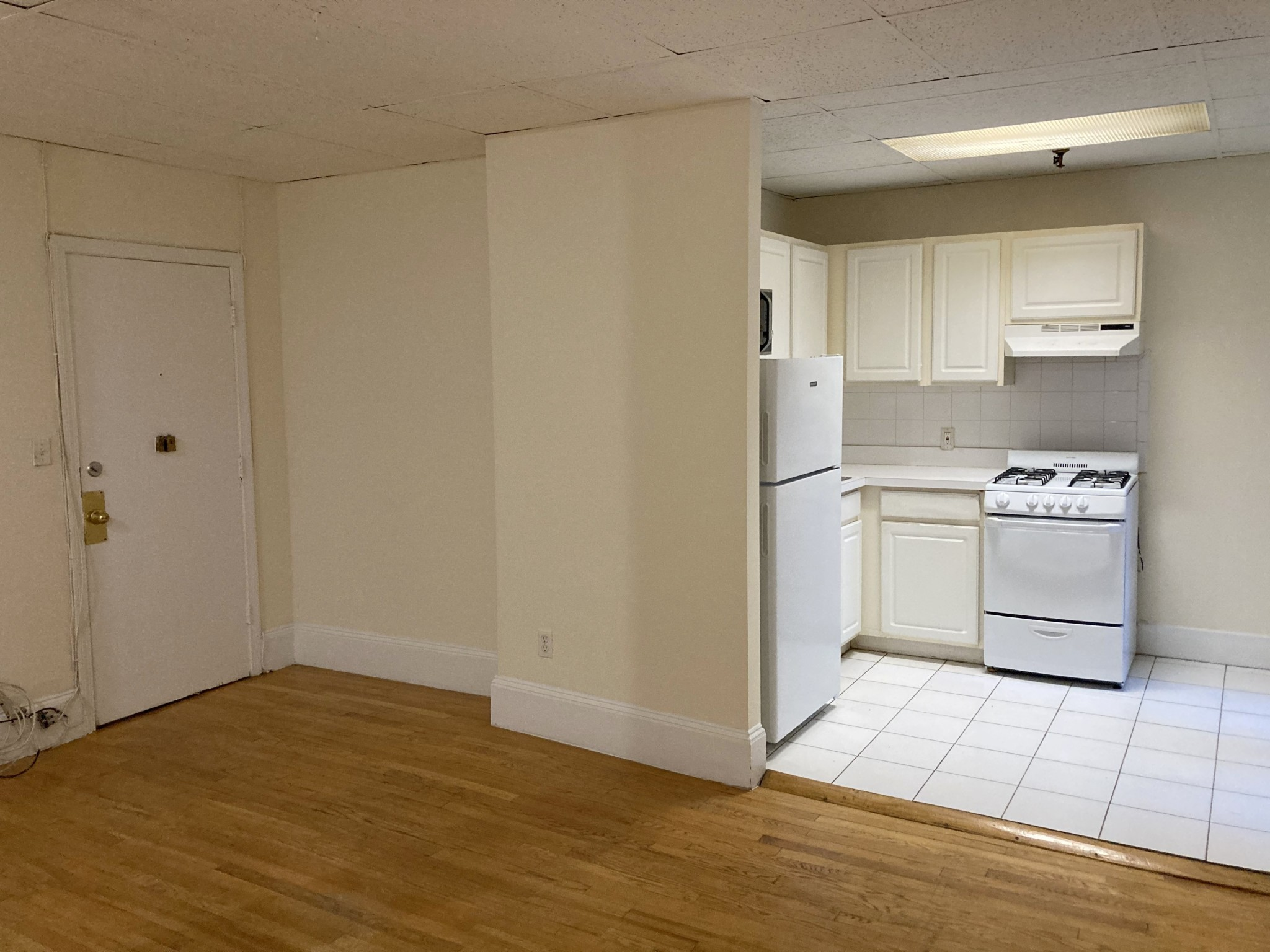 GORGEOUS, Incredibly Spacious 2 Bed 1 Bath!!