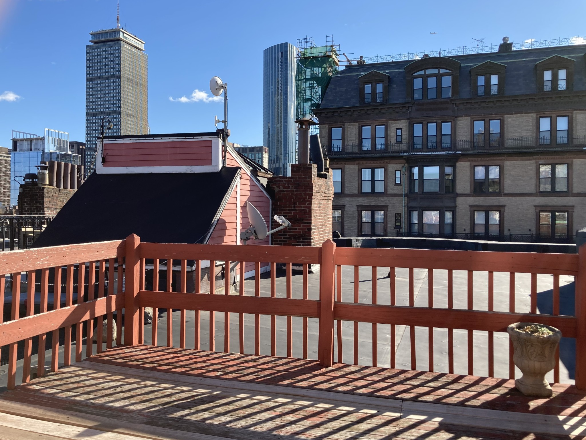 PRIVATE ROOF DECK INCLUDED with this Amazing 2 Bed 1 Bath Apartment!!