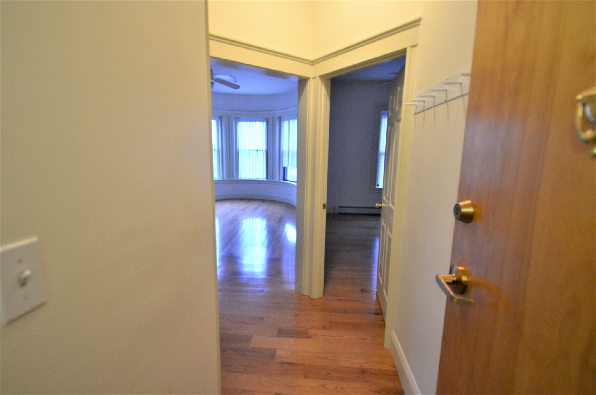 Avail 9/1 - HUGE Amazing 1 BR on Westland Ave *GREAT LOCATION*