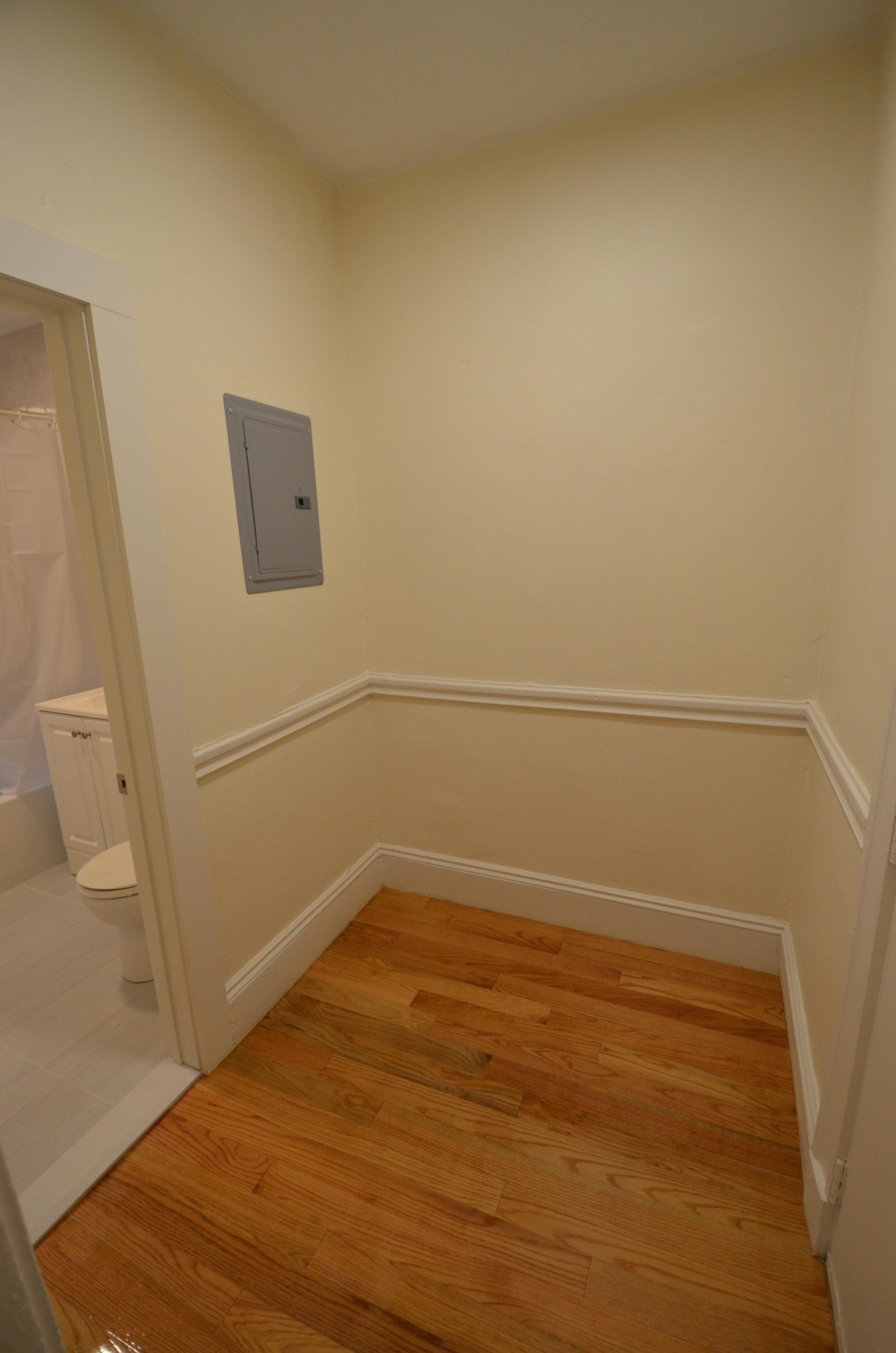 AVAIL 9/1 - Charming, Comfortable 1 BR on WESTLAND AVE