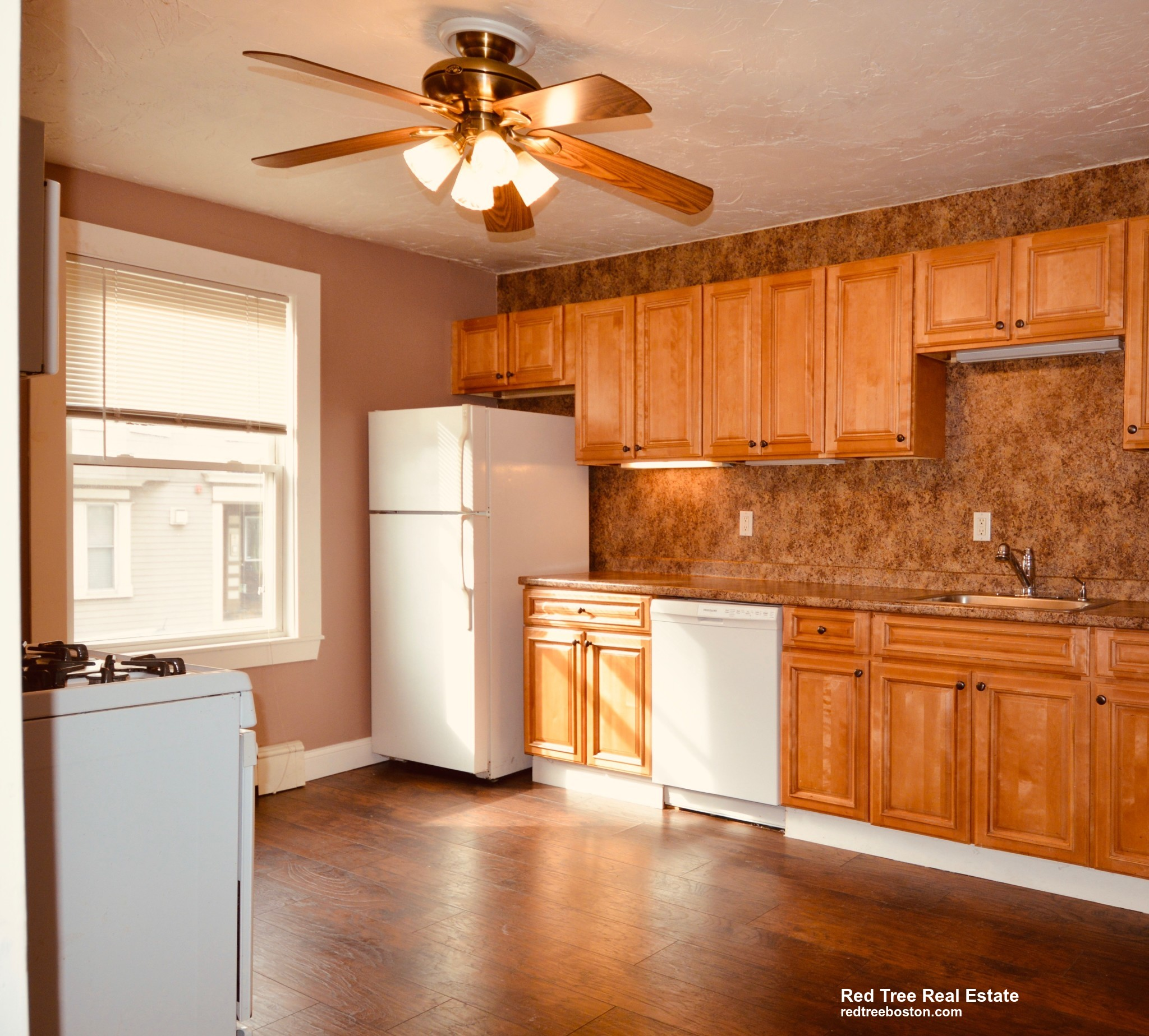 East Eighth St. (Room for rent), Boston, MA 02127