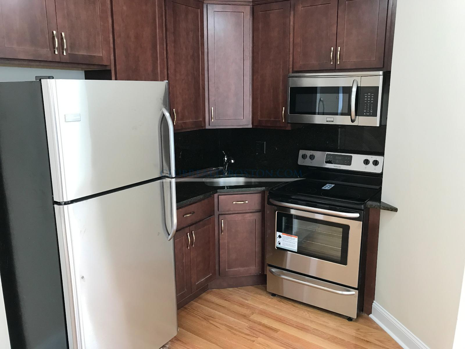 _________________2 Bd_W/ Office, Avail 08/15, HT/HW, _________________