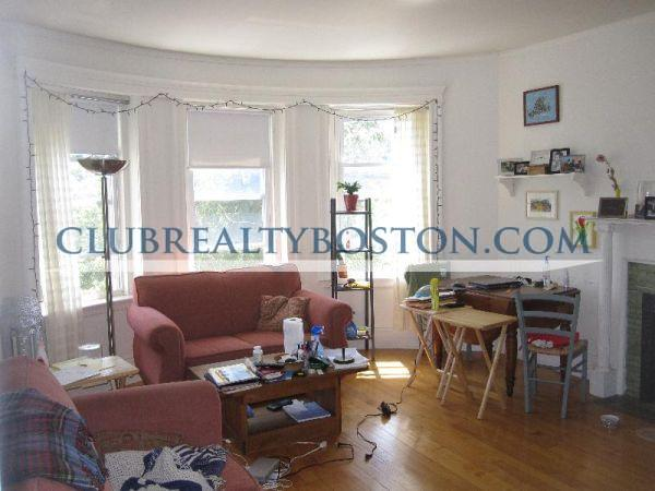 2 Beds, 1 Bath apartment in Brookline for $2,175