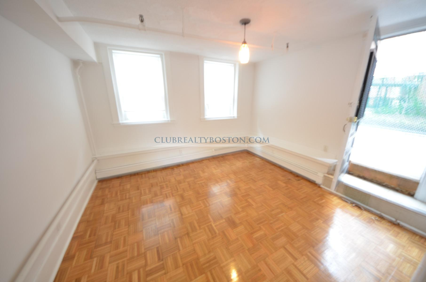 JUST LISTED~Rarely Available 3 bed on B-Line MBTA! NO BROKER FEE! Heat