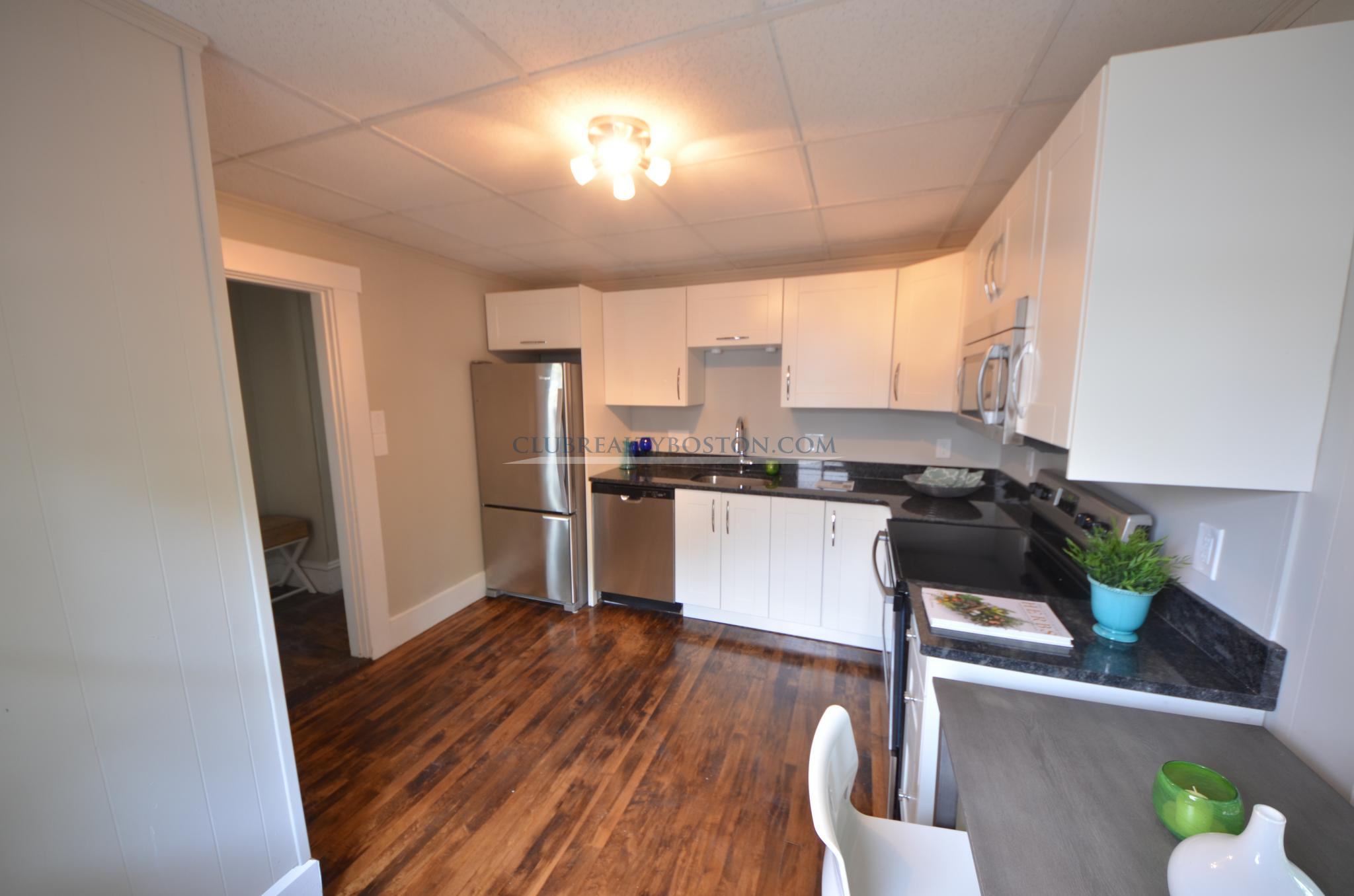Room for rent in Luxury 4 bed in South Waltham~Granite & Stainless Kit