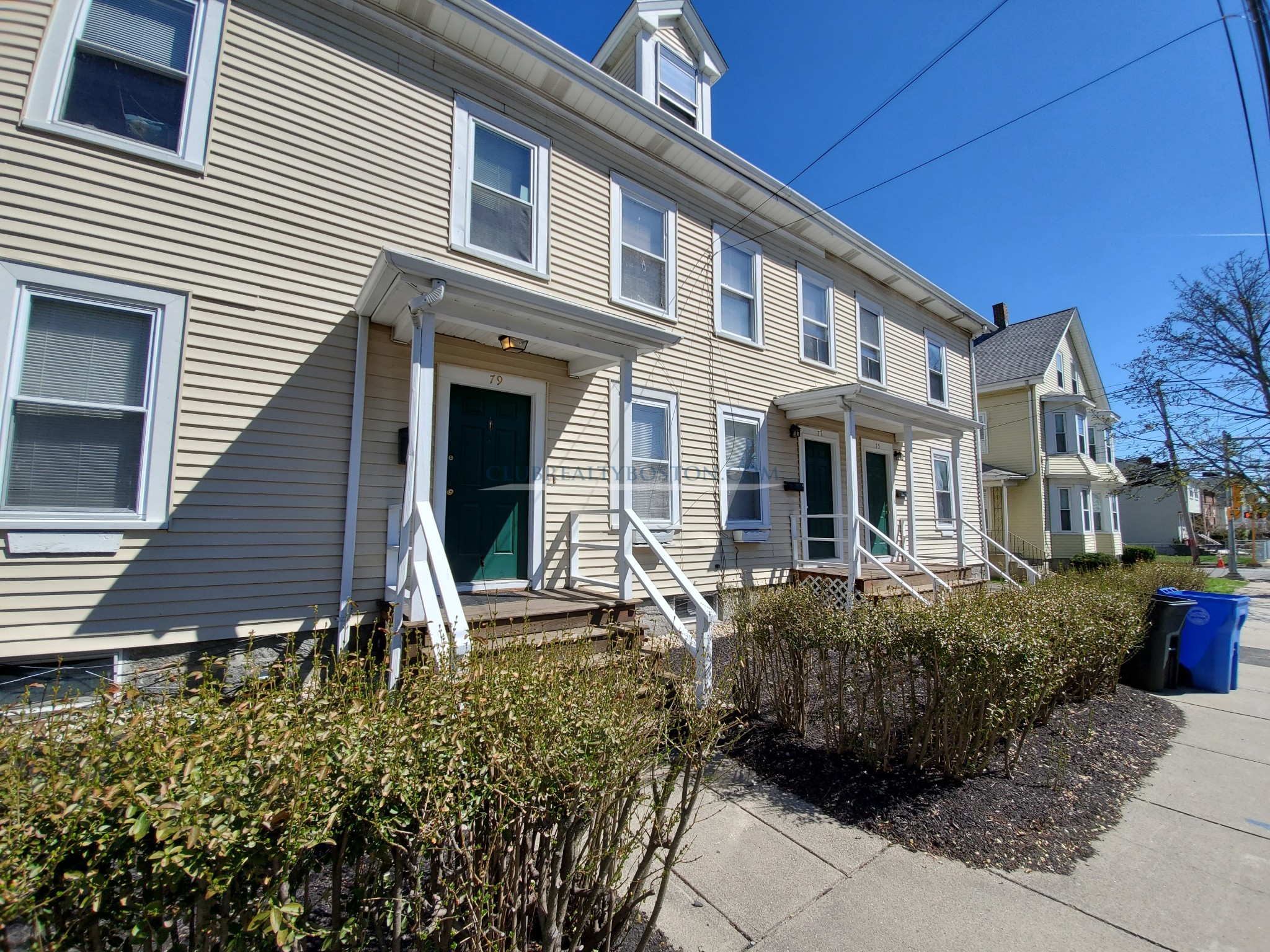 4 bed on 2 floors~townhouse style~Laundry~Parking! South Waltham
