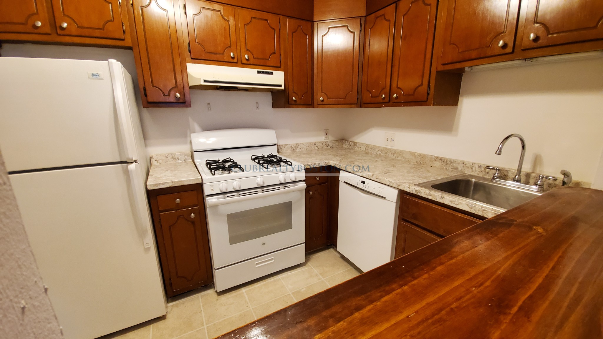 Room in 2 bed, Heat/HW, + Off street parking AVAIL Huge XL rooms, A/C