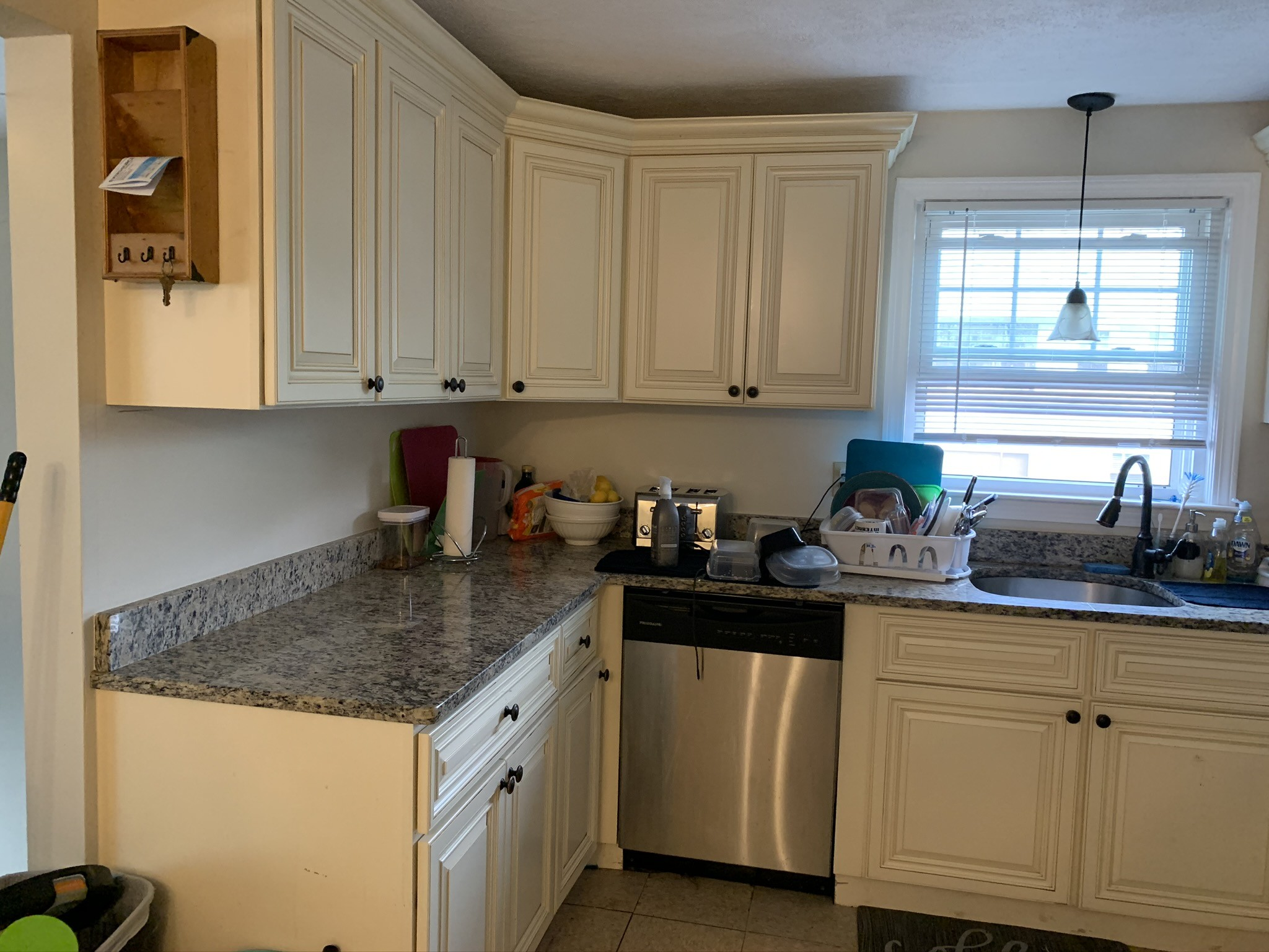 3 Beds, 1 Bath apartment in Waltham for $900