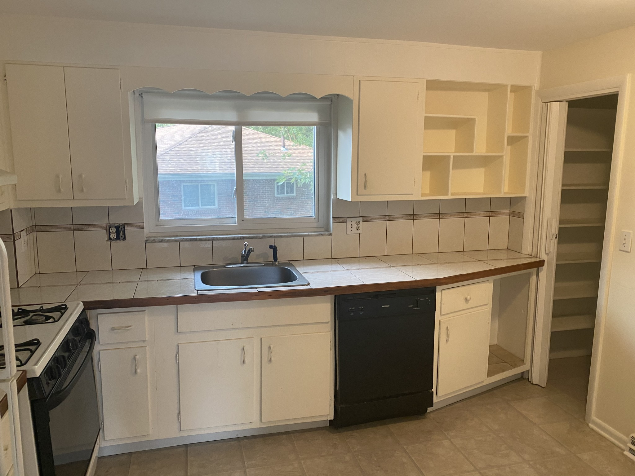 2 Beds, 1 Bath apartment in Belmont for $1,995