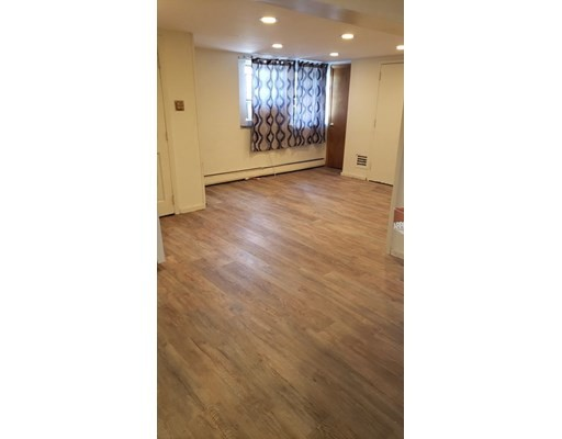 Large 1 bed in House w/ ALL UTILITIES INCLUDED