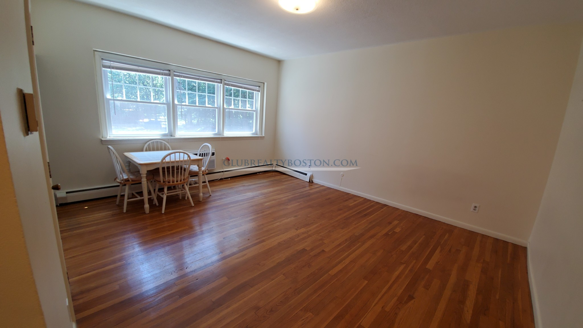 1 bed Browstone on Comm Ave by Boston College w Heat included