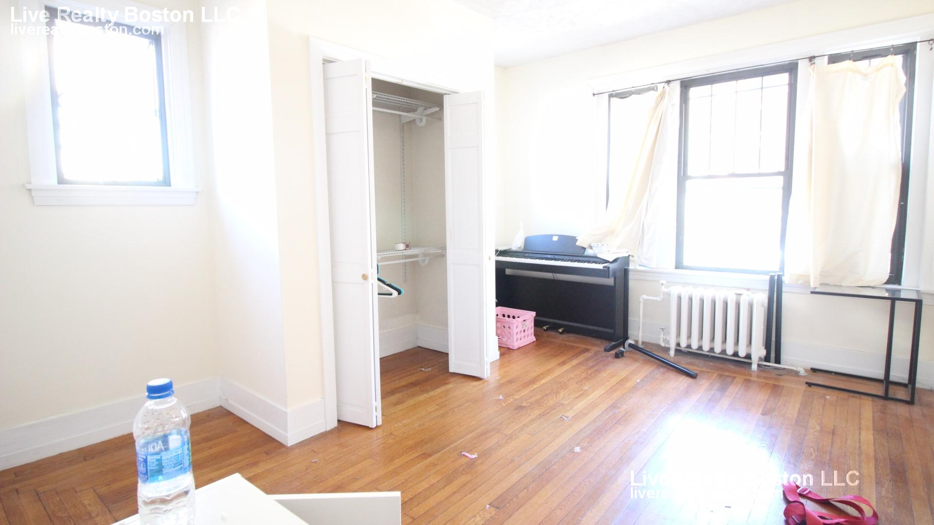 3 - BEAUTIFUL 3 BED 1 BATH ~IN THE HEART OF FENWAY~