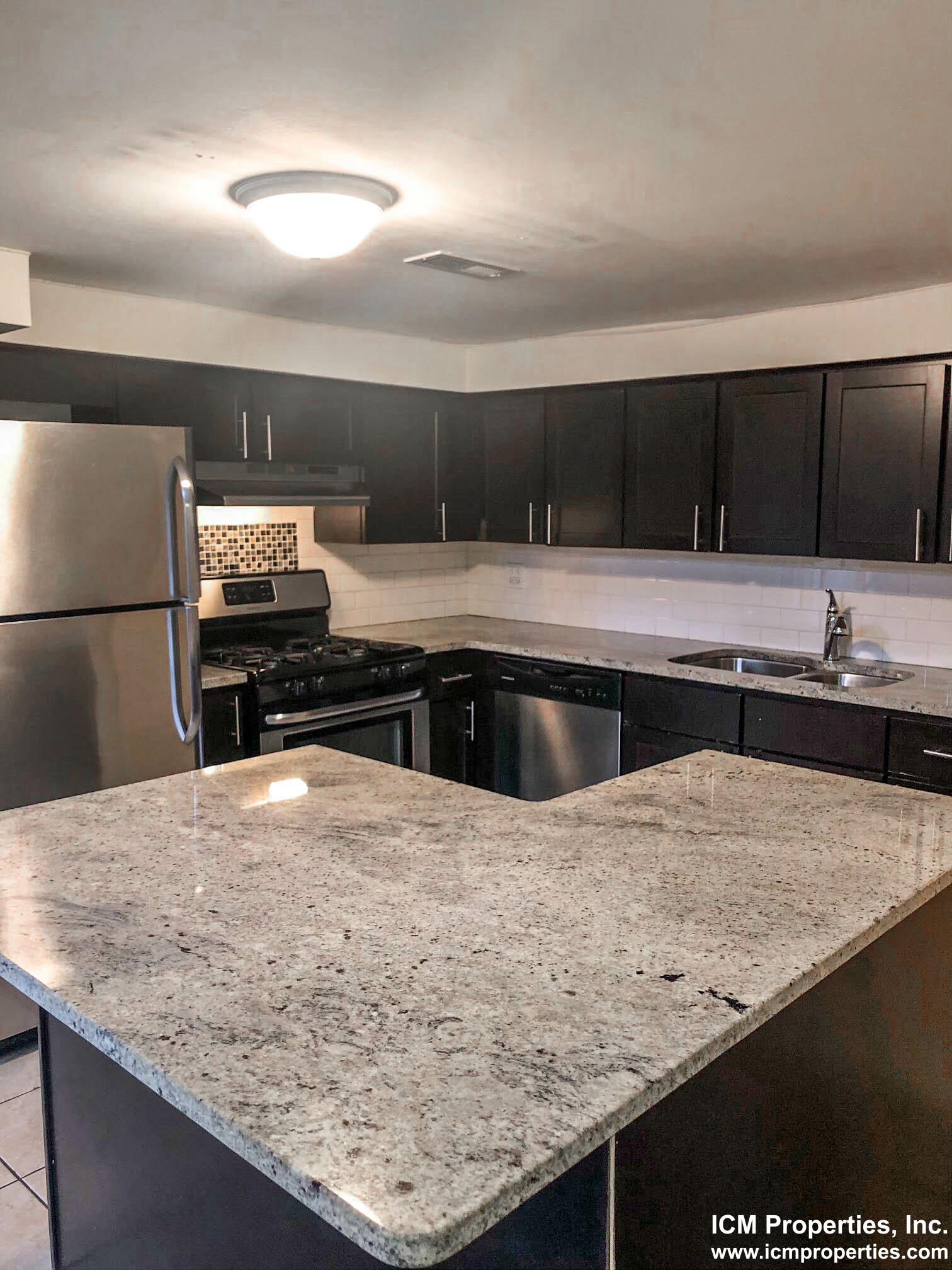 2519 North Lincoln Ave. - 3450USD / month