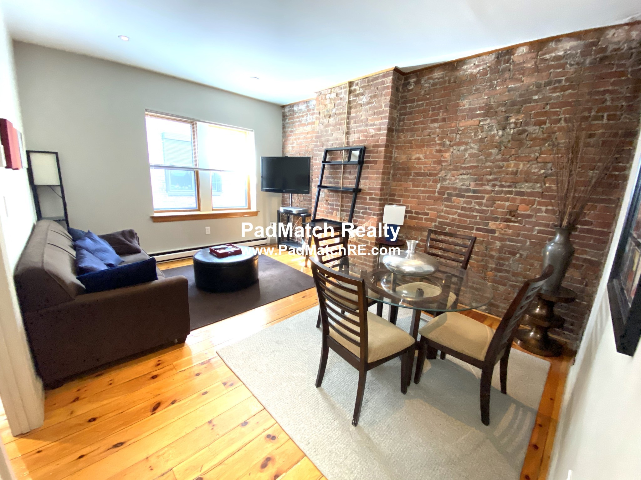 Back Bay 1 bedroom near the Pru! Available now