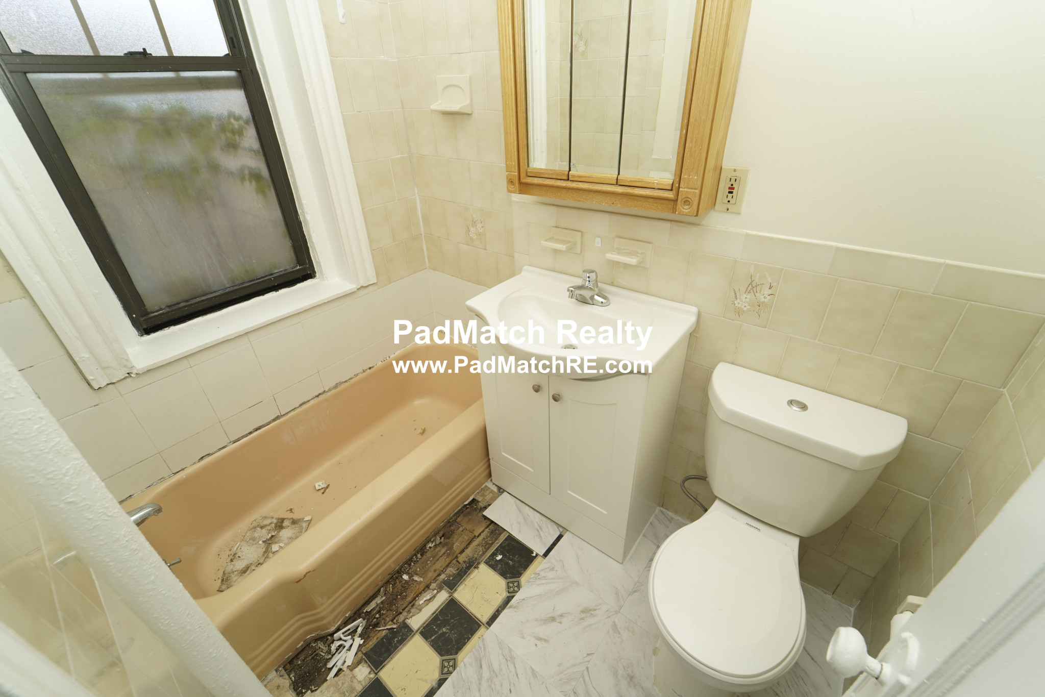 2.8 Beds, 1 Bath apartment in Boston, Fenway for $2,950