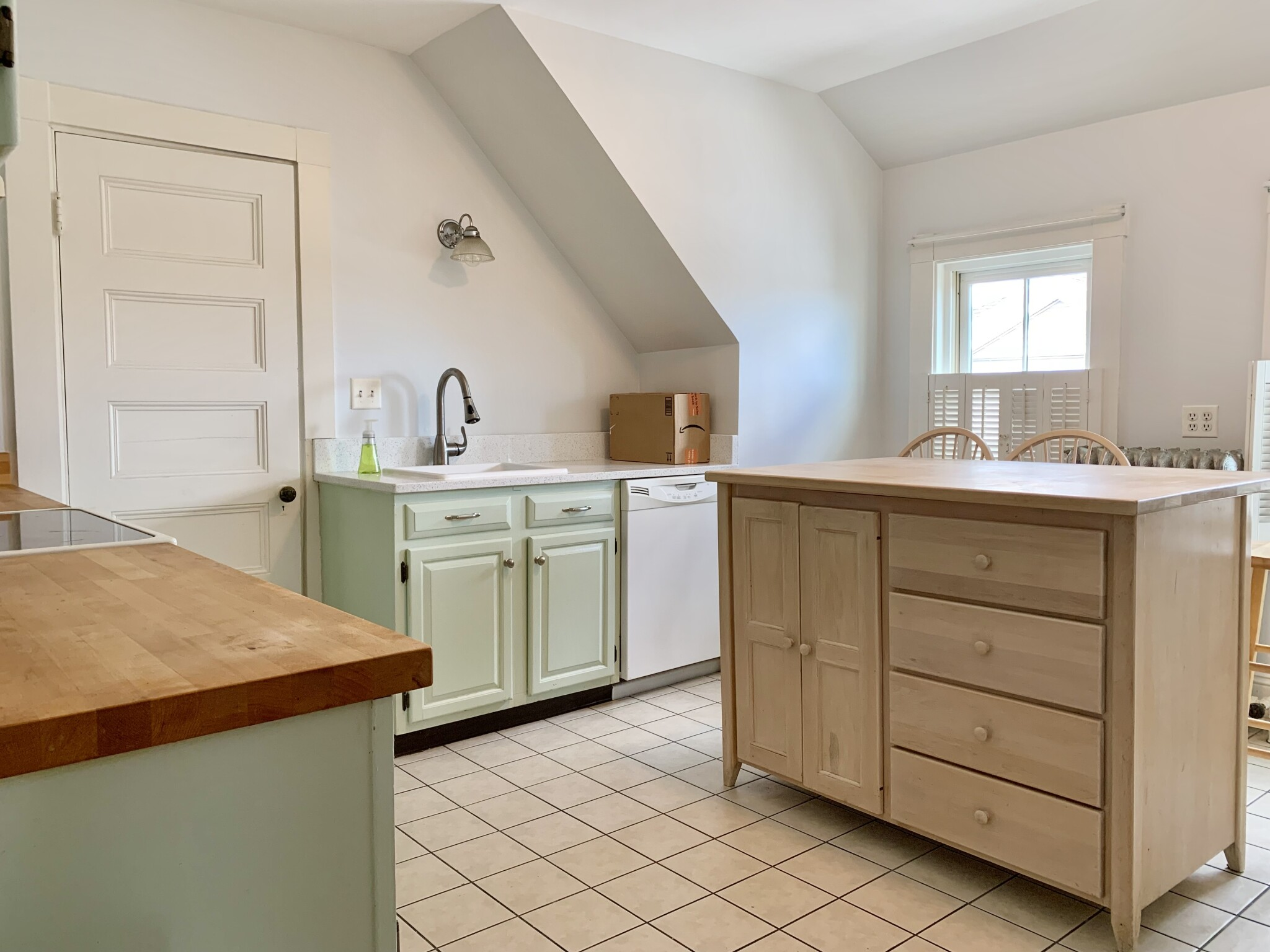 9 Prospect Hill Ave., Somerville, MA - 3,300 USD/ month