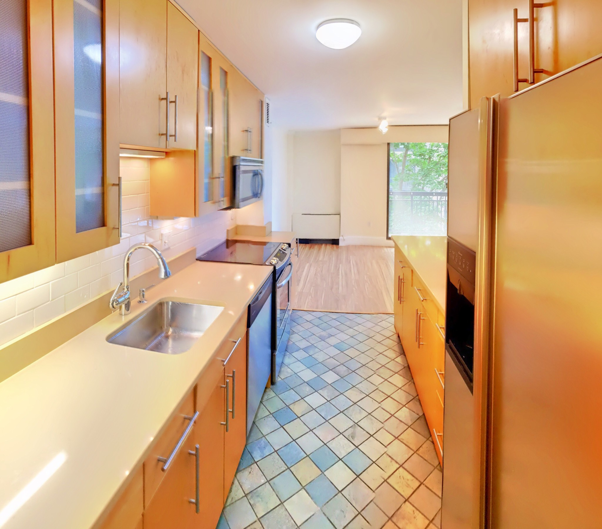 GORGEOUS ONE BED IN 50/60 LONGWOOD..GARAGE PARKING..HHW ..CENTRAL AC